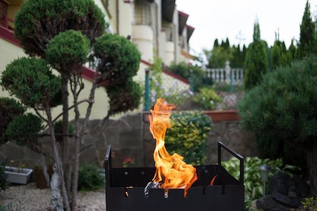 Barbecue sur l'arrière-cour