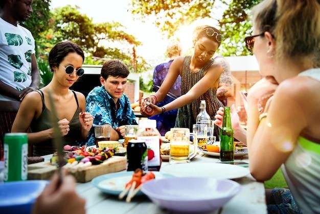 Barbecue cuisson fête en plein air