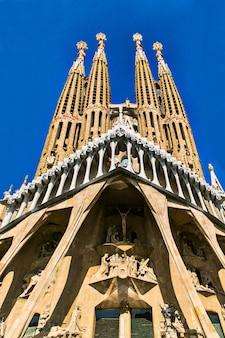 Barcelone, espagne, 20 septembre 2019. la sagrada familia, est une immense basilique catholique romaine à barcelone, espagne conçue par antoni gaudi et est un site du patrimoine mondial de l'unesco.