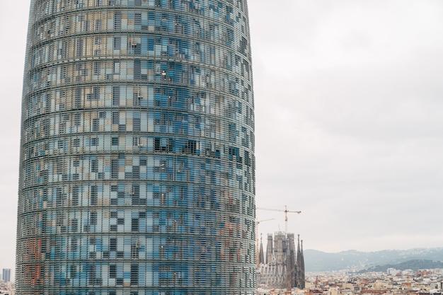 Barcelone espagne décembre tour agbar un gratte-ciel d'étage moderne à l'avenue diagonale barcelone
