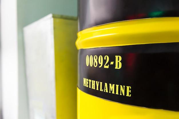 Baril avec méthylamine