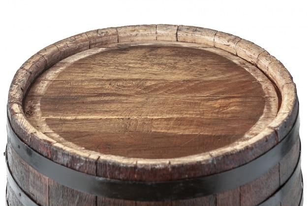 Baril de surface en bois avec des anneaux de fer isolé