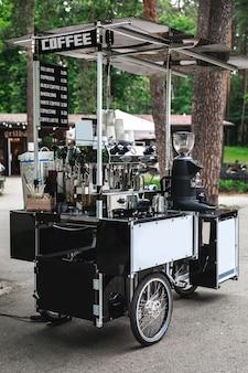 Barista bike - café mobile dans la rue de la ville
