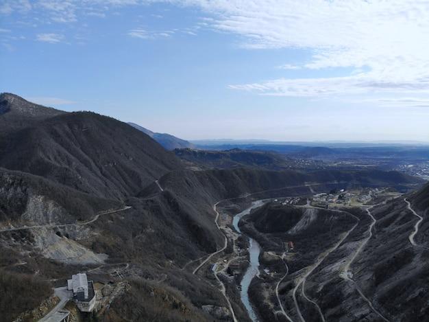 Barrage à arc hydroélectrique d'enguri