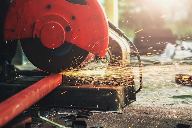 Barre en acier pour la coupe de fibres électriques