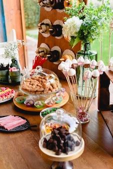Barre de bonbons vintage avec des beignets et beaucoup de sucre