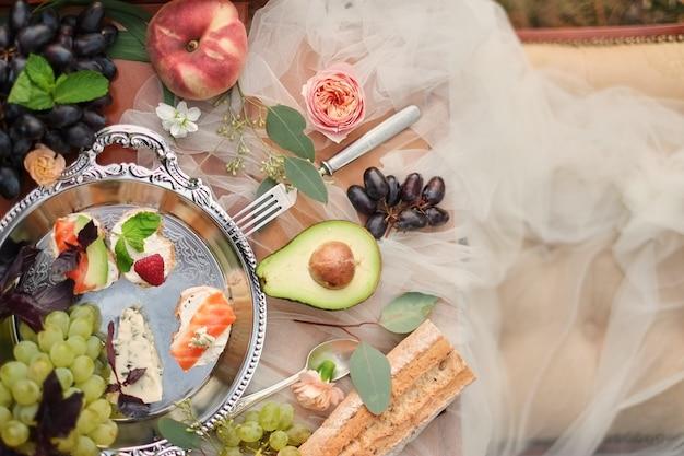 Barre de chocolat sur la plateforme de mariage