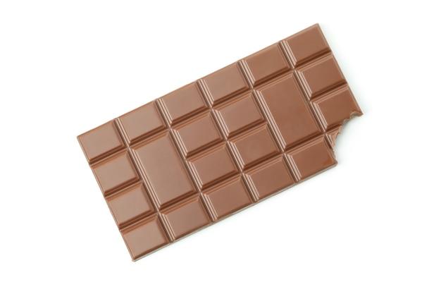 Barre de chocolat savoureux isolé sur blanc