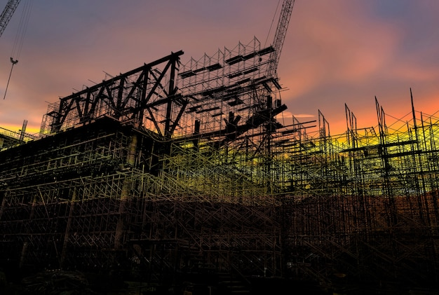 Barre de construction de bâtiments de silhouette sur le chantier de construction et concept industriel