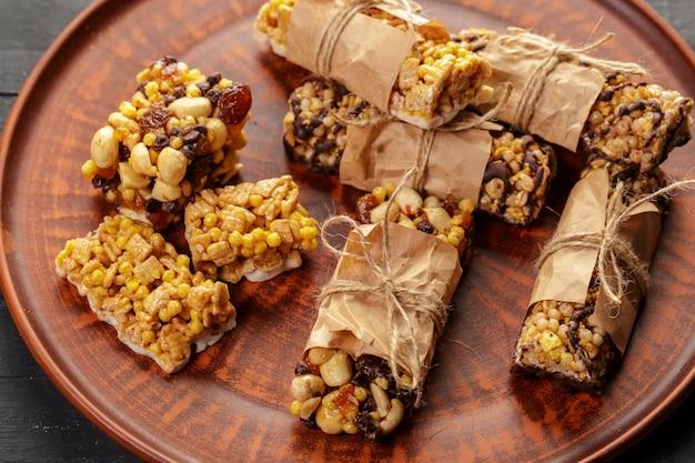 Barre granola sur bois