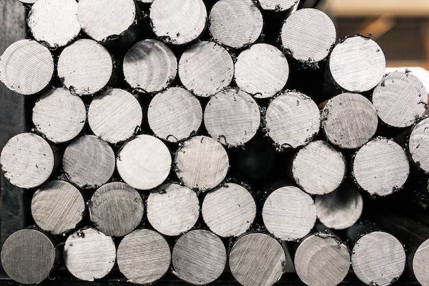 Barres en acier galvanisées à chaud. tiges métalliques, ébauches de pièces.