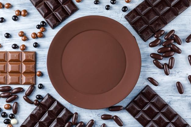 Barres de chocolat avec des bonbons
