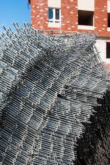 Barres métalliques sur le chantier ferrures de fer