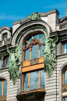 Bas affichage angle, de, a, bâtiment, maison chanteur, nevsky, prospekt, saint-pétersbourg, russie