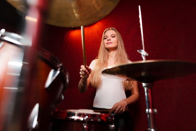 Bas, vue, vue, fille, jouant, cymbales