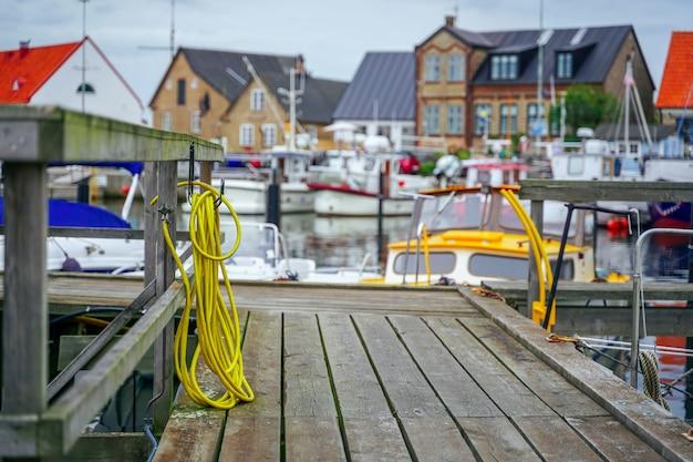 Base d'alimentation en eau et en électricité pour yachts et bateaux en suède