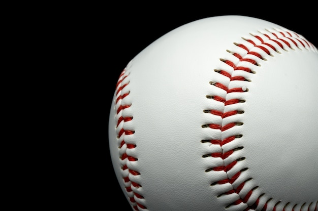 Baseball isolé sur un fond noir