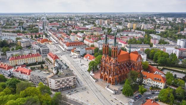 Basilique cathédrale de l'assomption de la bienheureuse vierge marie à bialystok. vue aérienne