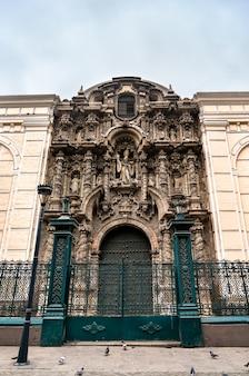 La basilique et le couvent de san agustin à lima, pérou