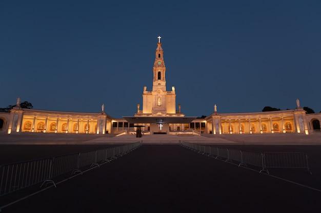 Basilique du sanctuaire de notre-dame de fatima au portugal