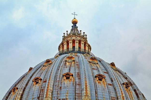 Basilique saint-pierre, place saint-pierre
