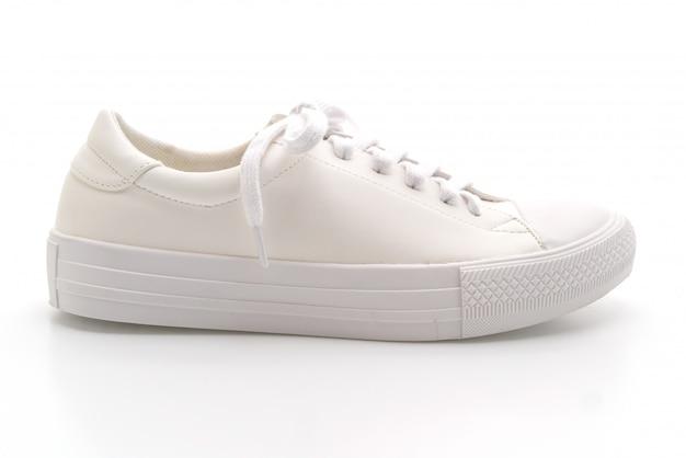 Baskets blanches sur blanc