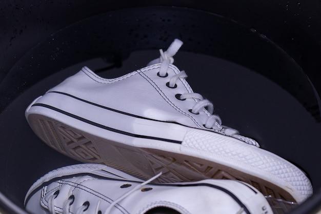 Baskets dans l'eau