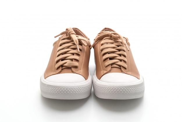 Baskets marron sur blanc