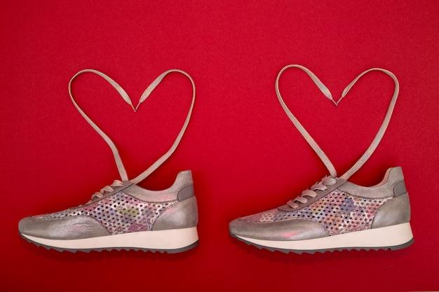 Baskets pour femmes à lacets doublés en forme de cœur