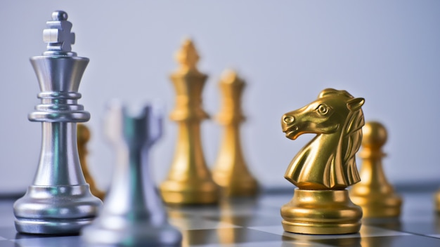 Bataille d'échecs confrontation dans le jeu du point final