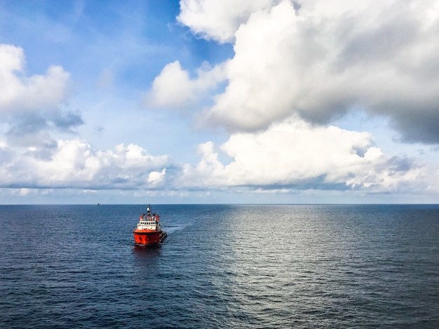 Bateau d'équipage et navire de ravitaillement au pétrole et au gaz offshore