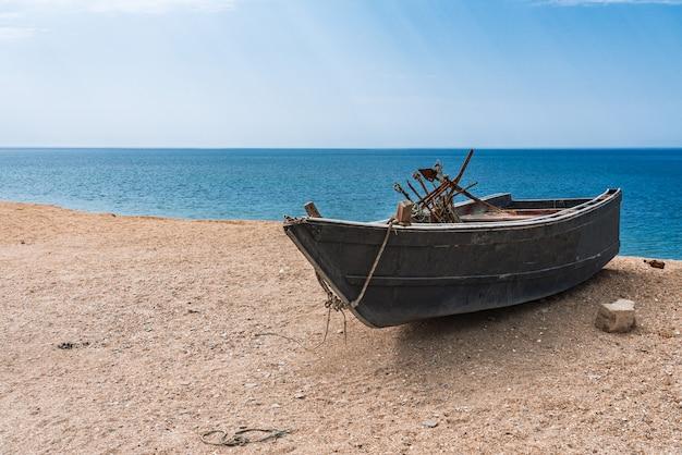 Bateau de pêche en bord de mer