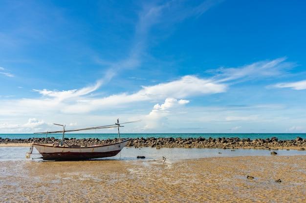 Bateau de pêche folklorique