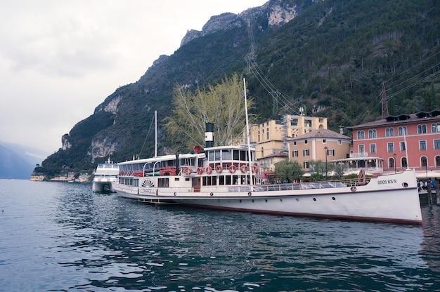 Bateau touristique, lac de garde, italie