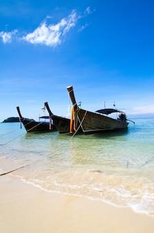 Bateaux au bord de la mer