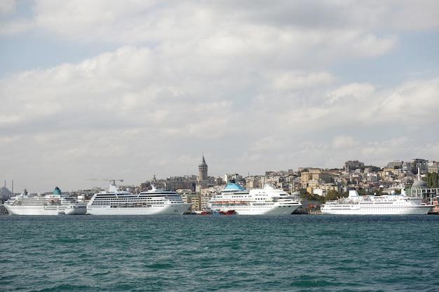 Bateaux sur un port