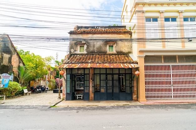Bâtiment coloré et magnifique vieille ville et paysage à songkhla, thaïlande