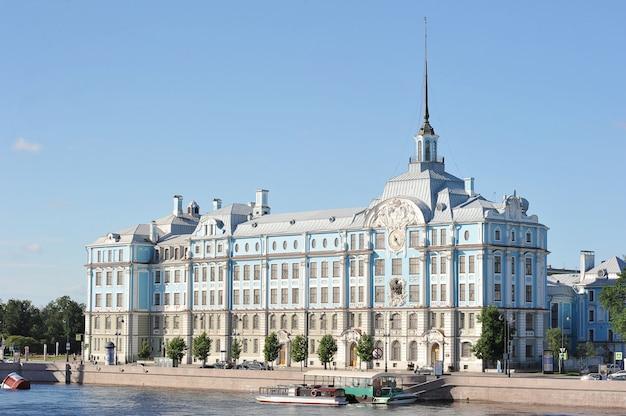 Le bâtiment de l'école navale nakhimov à saint-pétersbourg