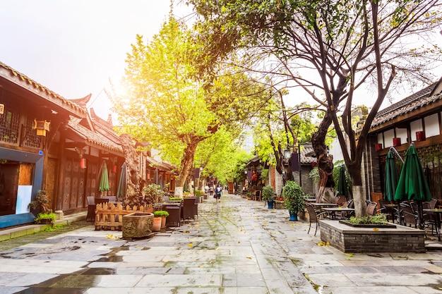 Bâtiment étroit et historique d'asie