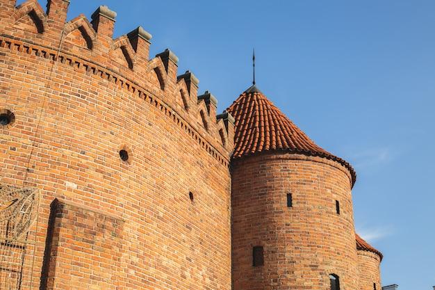 Bâtiment de fortification de varsovie situé à l'entrée de la vieille ville