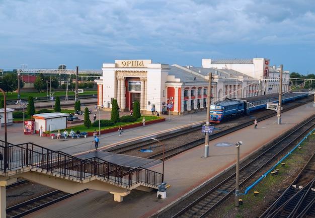 Le bâtiment de la gare à orsha. biélorussie.