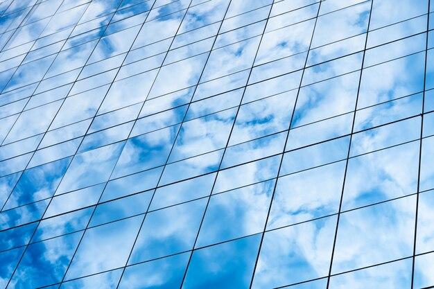 Bâtiment miroir réfléchi ciel et nuage