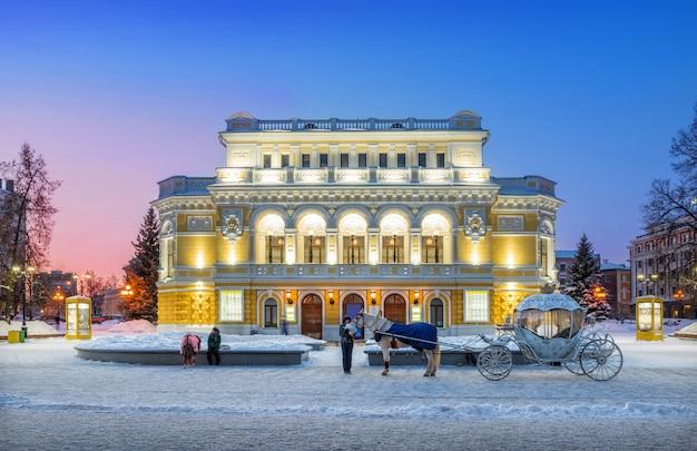 Bâtiment de théâtre en hiver