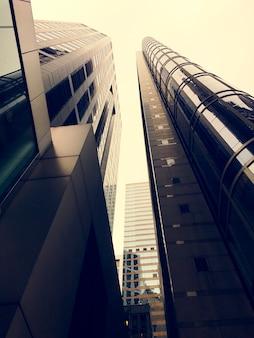 Bâtiments d'affaires skyscapers bottom up shot