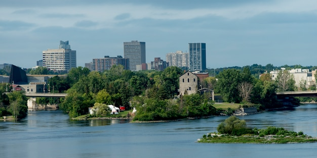Bâtiments au bord de l'eau, île victoria, rivière des outaouais, ottawa, ontario, canada