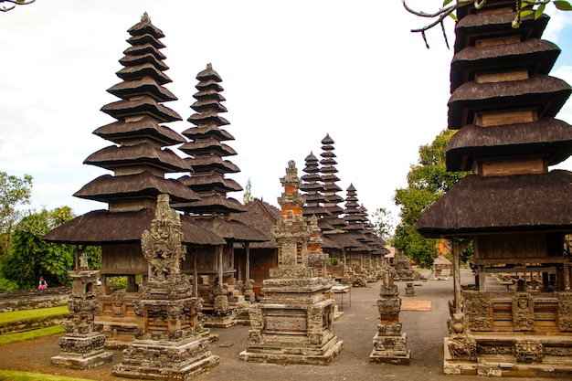 Les bâtiments du temple de la famille royale à bali. indonésie