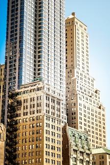 Bâtiments hauts, modernes et vieillis à new york, usa
