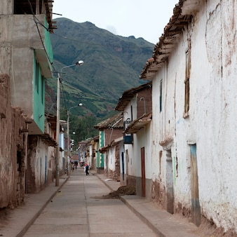 Bâtiments, long, a, rue, sacré, vallée, région cusco, pérou