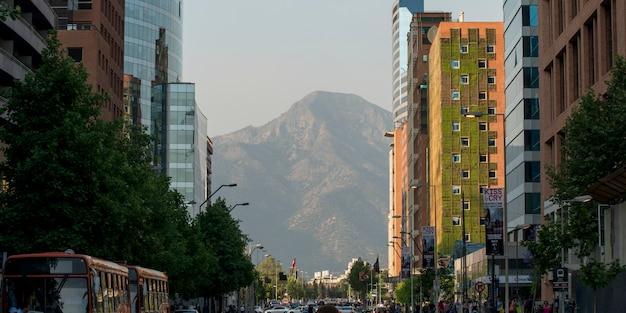 Bâtiments le long d'une rue, santiago, santiago metropolitan region, chili
