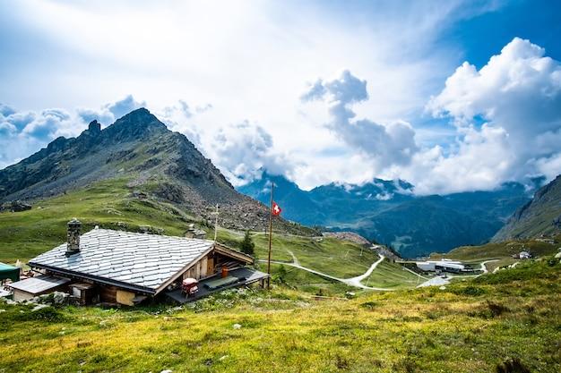 Bâtiments sur la montagne